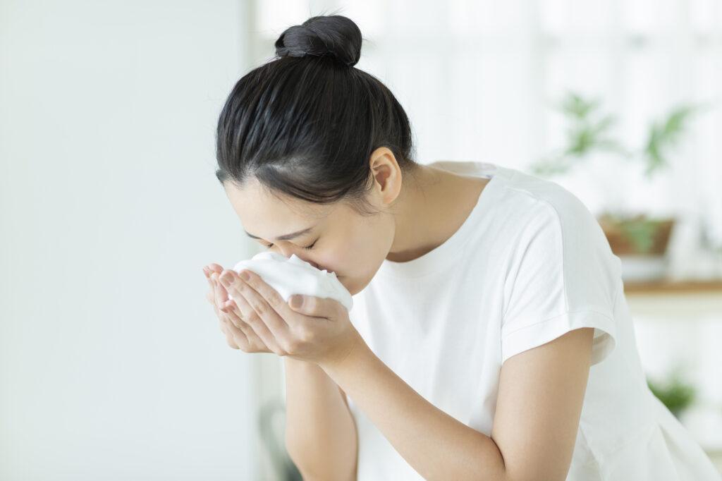 【こすらない洗顔・基礎編】洗顔で肌が変わる!?「こすらない洗顔」が肌にいい理由